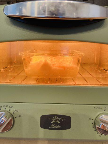 トースターでチーズに焼き色が付くまで加熱します。