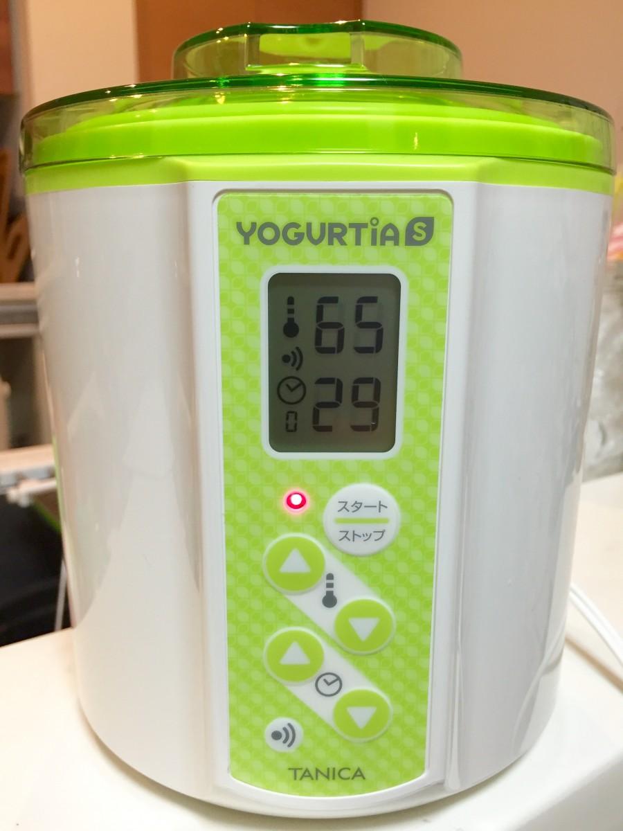 ヨーグルティアSに入れ、設定温度65℃、時間30分にセットしてスタートボタンを押します。