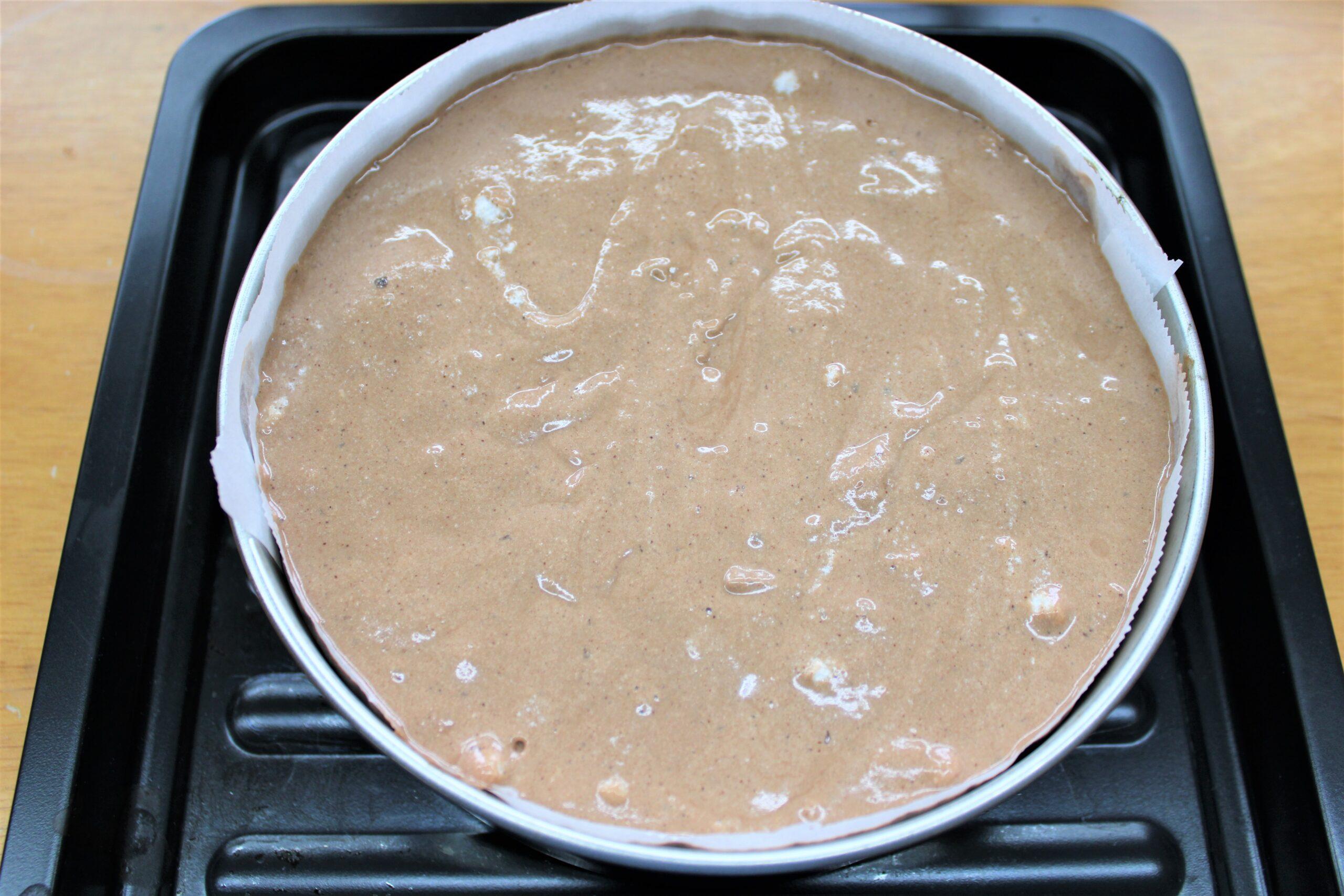⑥を型に流し入れ、180℃に予熱しておいたオーブンで約40分焼きます。
