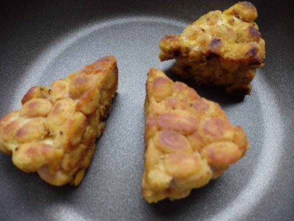 フライパンで焼きいたら出来上がり♫ 途中オリーブオイルを加えながら焼くと、こんがりとした焼き色がつきます。