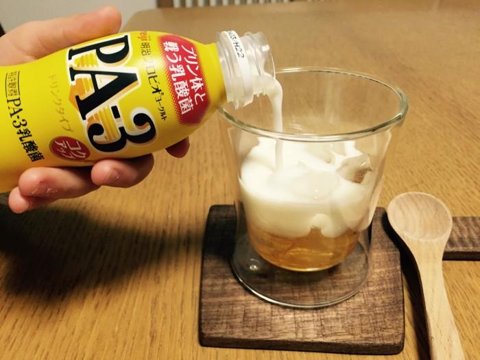 梅酒1に対して、飲むヨーグルト3の割合で割ります。