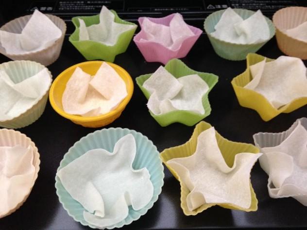 ワンタンの皮をお弁当で使うシリコンカップに入れ、180度のオーブンで5〜7分焼きます。