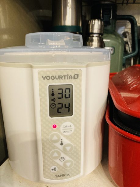 蓋をしてヨーグルティアにセットしたら、設定温度30度、タイマー24時間でスタート!